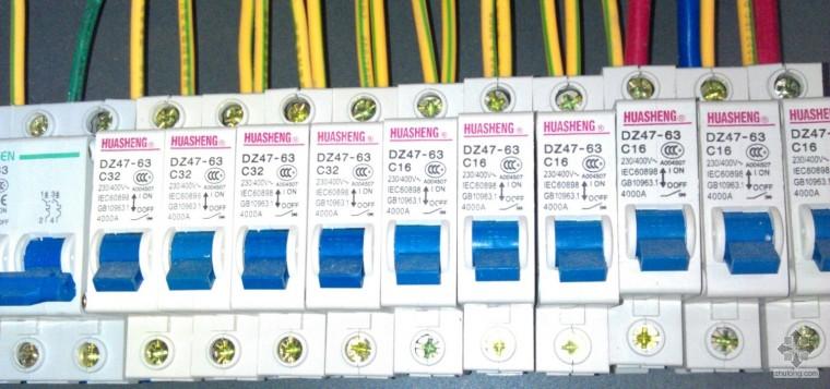 舞台配电箱1AMZ安装符合设计和规范吗?