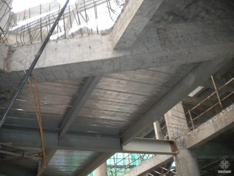高层钢结构混凝土楼板钢筋及底模的疑问