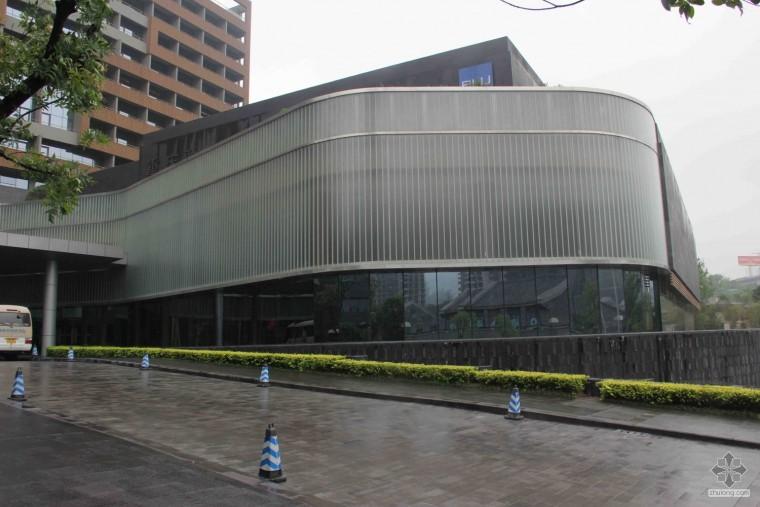 新城市的萌芽-U型玻璃