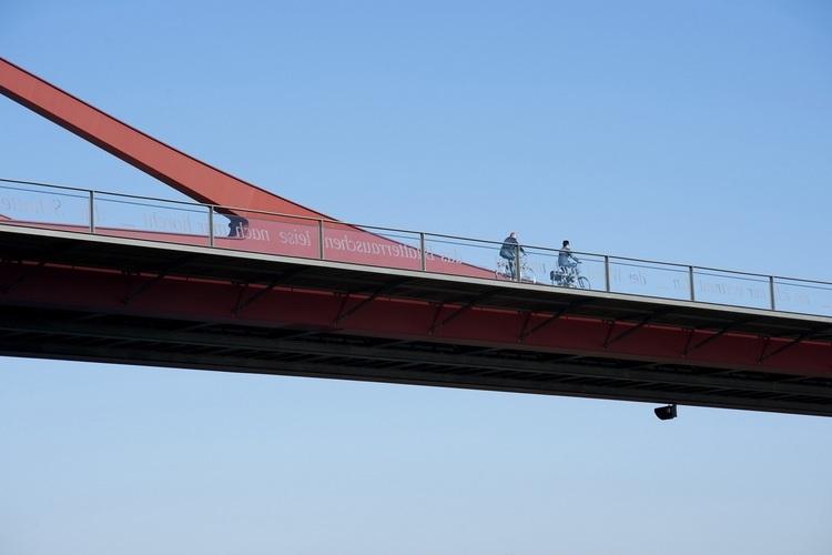 比利时Vroenhoven Bridge:桥梁支座是一个庞大的建筑