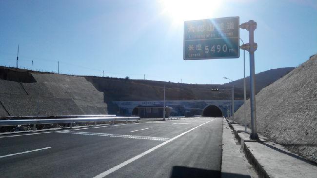 高速公路隧道洞门景观实录之一