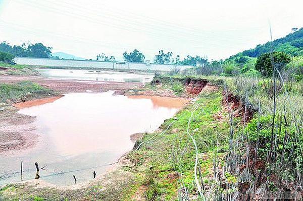 农用灌溉水库 成洗砂排淤地(组图)