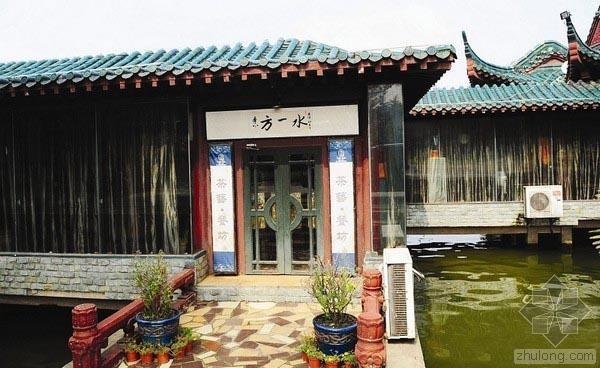 武汉东湖水上餐厅陷拆建怪圈 被网友称为拆坚强