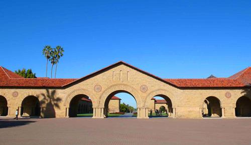 具有典型的西班牙建筑元素及特征的旧金山斯坦福大学