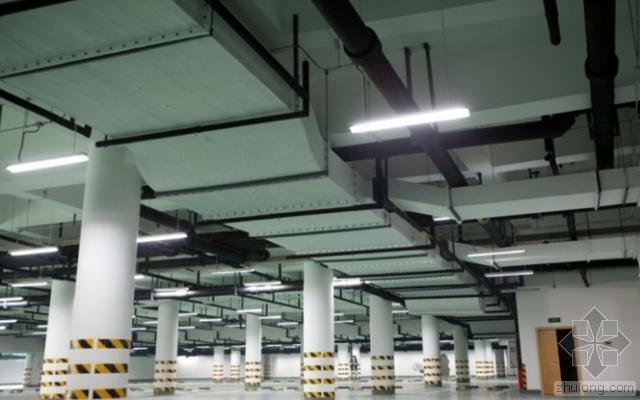 地下车库走道上部空间电气设备布局