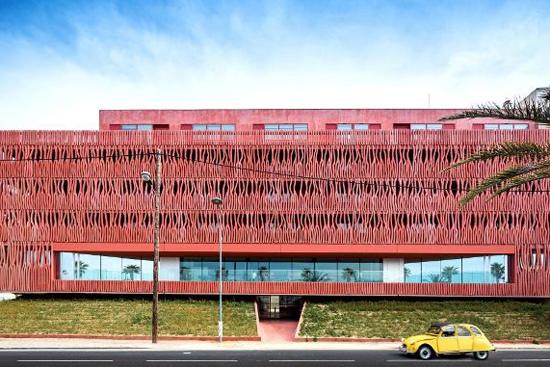 法国综合办公楼   用色彩凸显建筑魅力