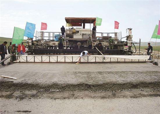 """记""""西部地区耐久性水泥混凝土路面关键技术研究"""""""