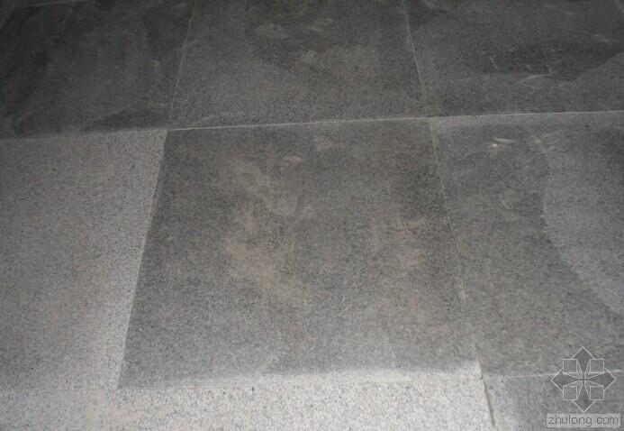 灰麻花岗石铺贴水渍如何来解决