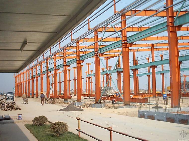 某工业厂房大面积混凝土地坪施工