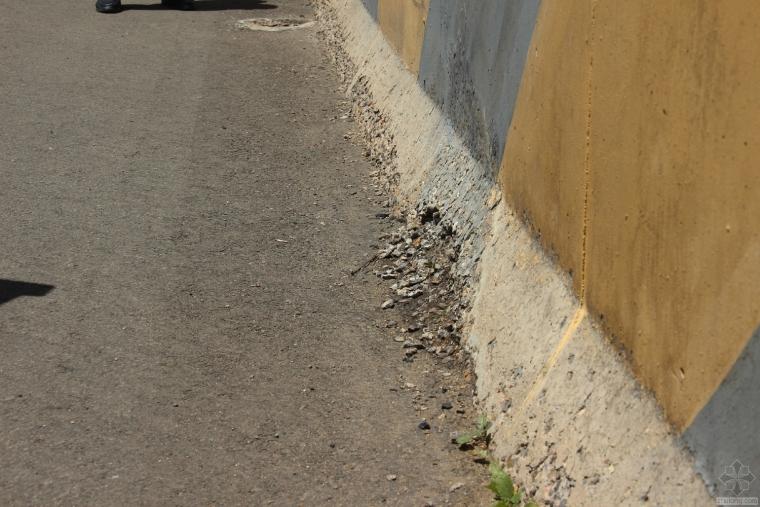 高速公路桥梁防撞墙防腐蚀处理措施建议
