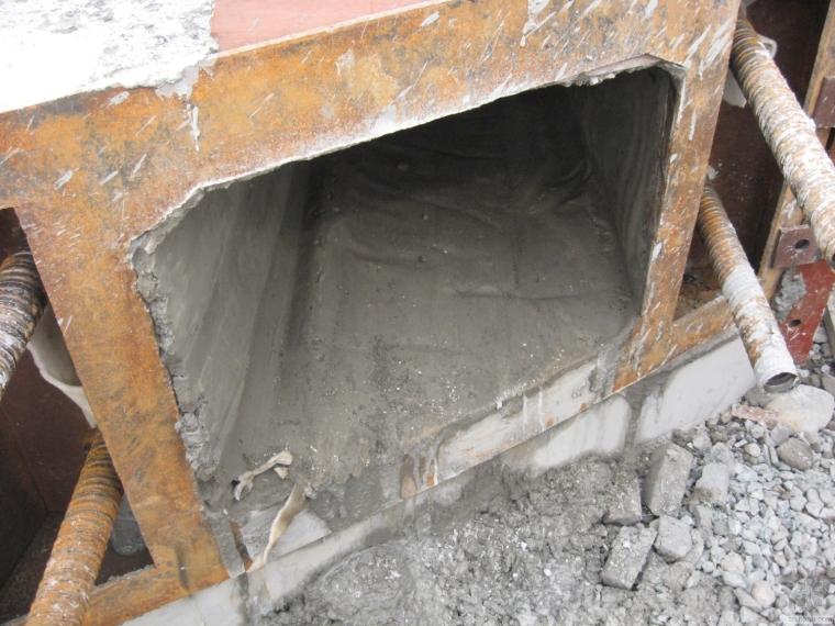 浇筑混凝土梁利用橡胶充气芯模节约经济成本、轻便好施工。