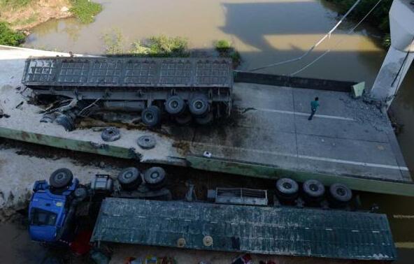 通村路桥梁资料下载-警钟长鸣:2015年那些垮塌的桥梁