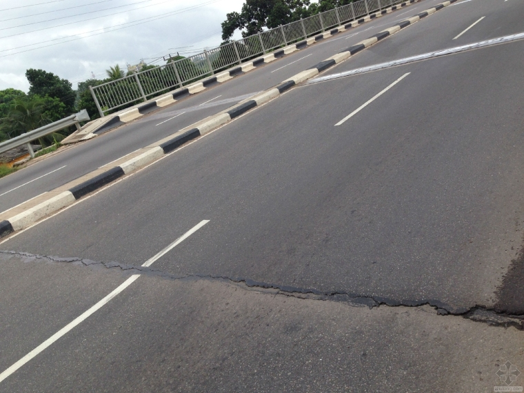 沥青路面不均匀沉降及裂缝修复
