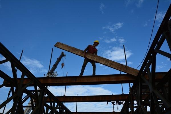 钢栈桥在超深超大基坑反压土工程中的应用
