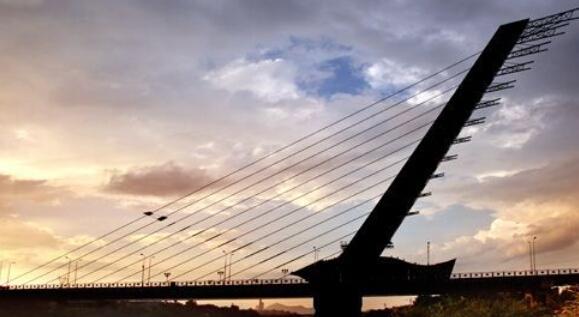 桥梁探索:无背索斜拉桥欣赏及其讨论