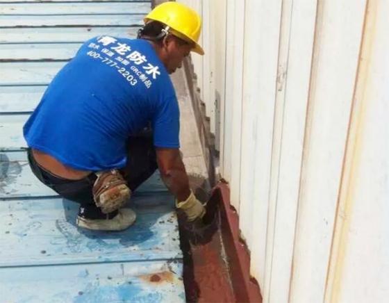 青龙防水材料性能卓越,大量使用在地板厂房铁皮屋防水补漏工程中_1