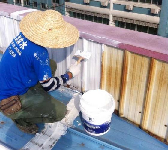 青龙防水材料性能卓越,大量使用在地板厂房铁皮屋防水补漏工程中_3