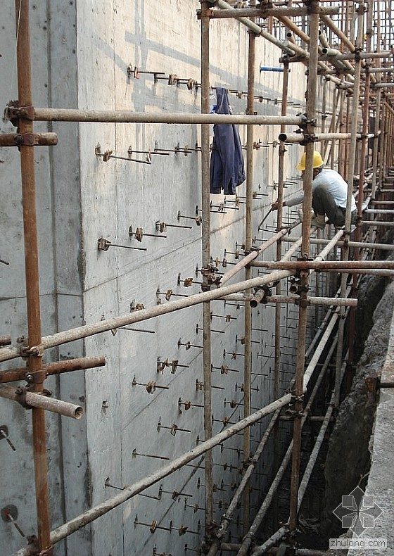 地下室外墙模板拆除后的止水螺杆处理