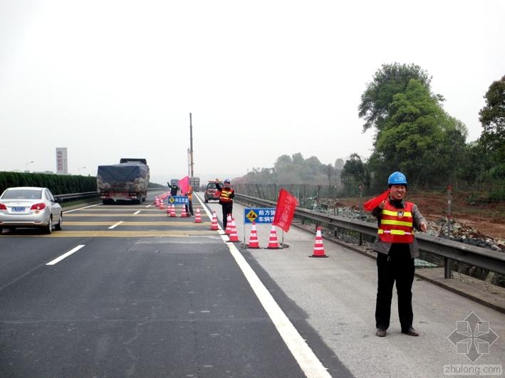 高速公路改扩建路面拼接设计研究