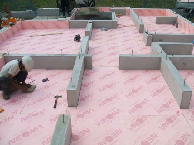 图解日本现代木结构住宅常用保温材料施工过程