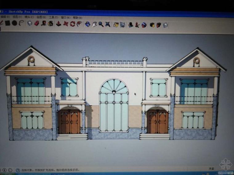 请问像这种别墅的坡屋顶和坡外檐,还有弧形的窗户和门是怎样支模的