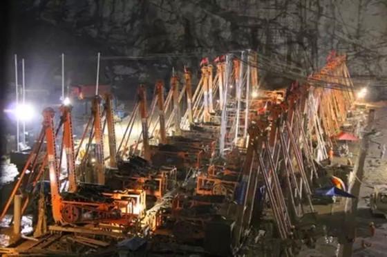 长河坝水电站复杂地层围堰防渗墙快速施工技术