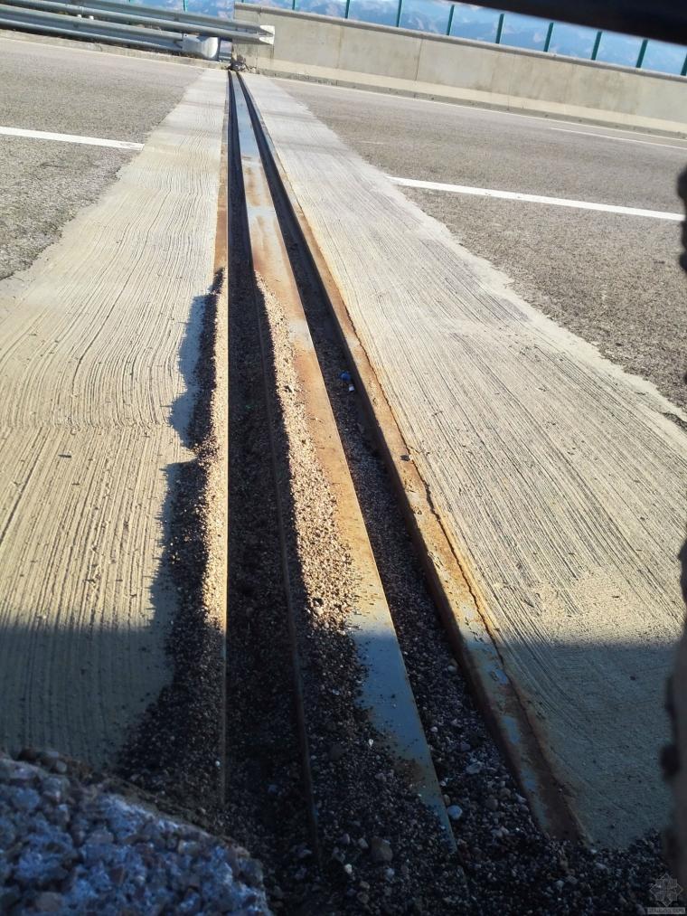 高速公路桥梁伸缩缝养护小技术