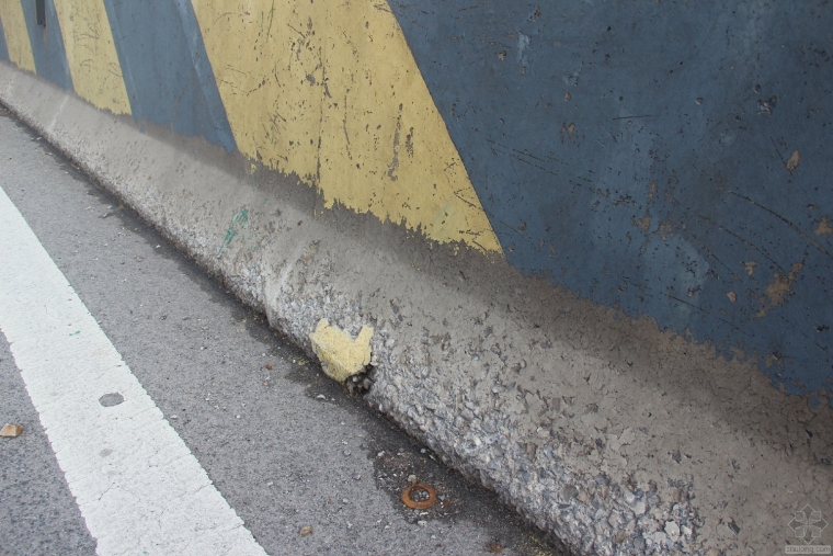 高速公路桥梁防撞墙防腐处理现场施工方法