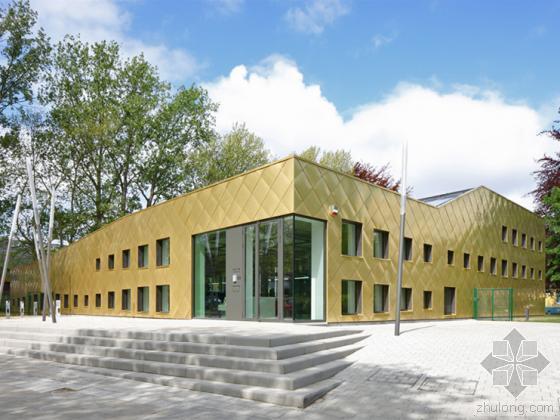 比利时全金色面板覆盖的图书馆