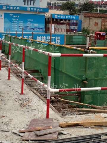 搭设施工临边防护栏杆时,必须符合的要求