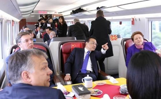 史无前例:这么多领导人一起坐中国高铁!