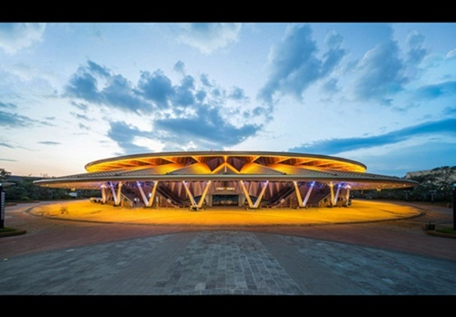 斯图菲什在中国西双版纳设计环形剧场