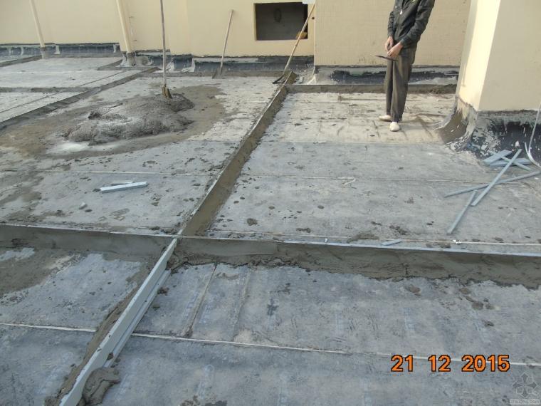 屋面防水保护层分格缝施工,这样子做对了吗?