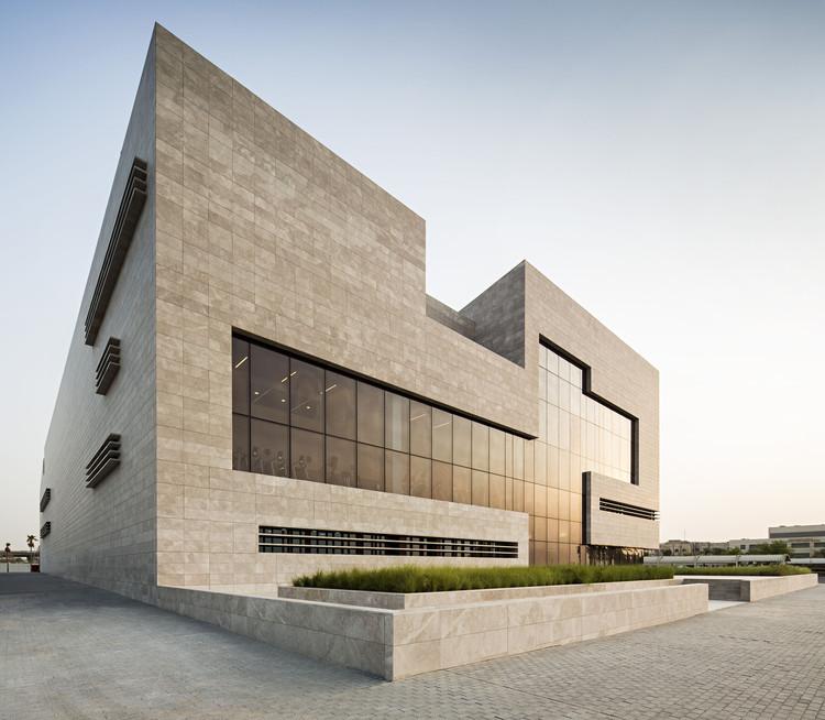 科威特积极向上的医疗建筑 / AGi Architects