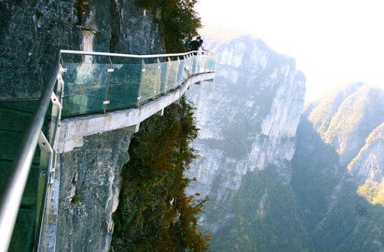 全球七大恐怖悬空玻璃栈道 极致俯瞰美景