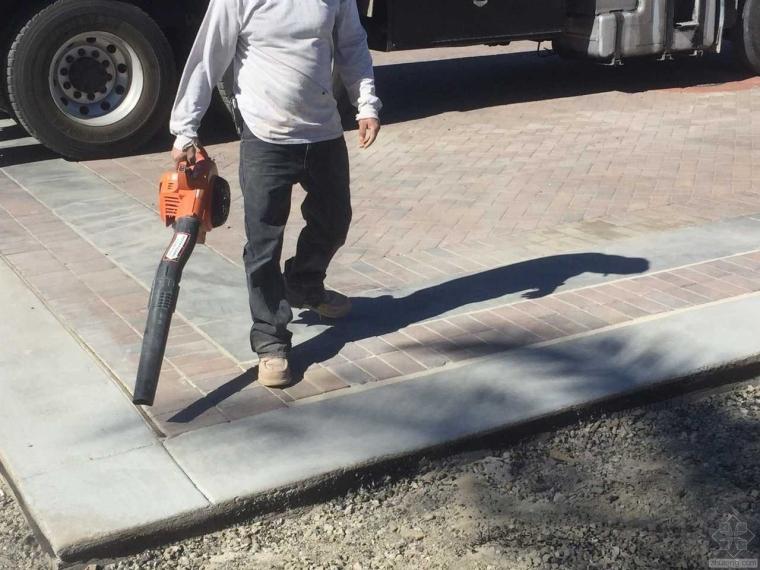 美国城市道路人行道砖施工现场