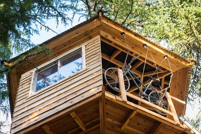 美国小伙Ethan Schlussler设计的自行车树屋电梯