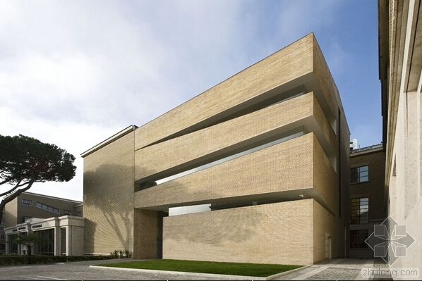 Lateran大學圖書館擴建改造