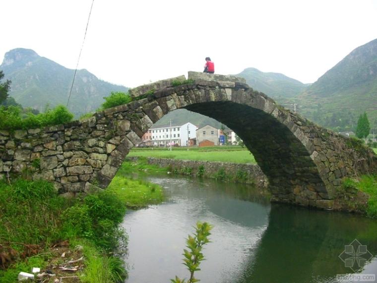 分析石拱桥的桥梁病害及防护措施