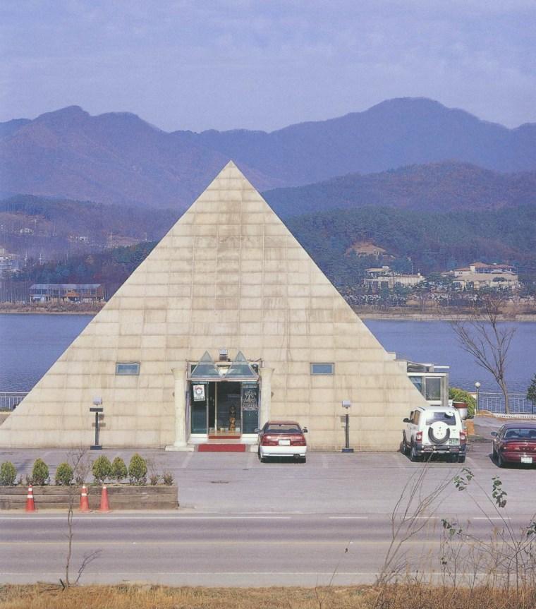 仿金字塔建筑(pyramid & abushimbel)