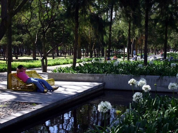 Chapultepec公园喷泉广场(Fountain Promenade at Chapultepec Par
