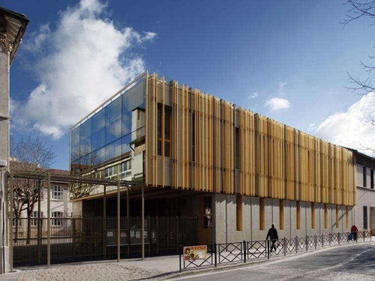 Courbevoie小镇两所小学的双胞胎扩建工程