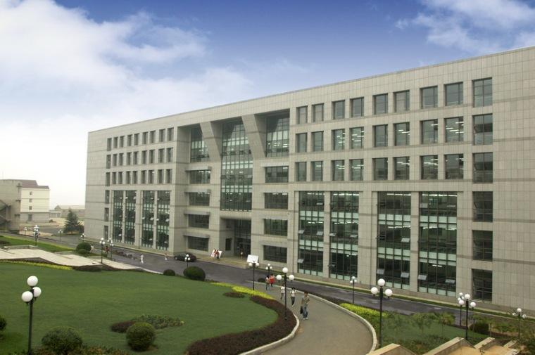 大连水产学院主教学楼第4张图片