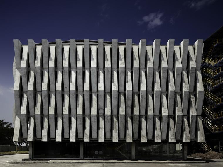 阿戈斯水泥厂的发电大楼