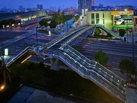 南京市云锦路跨街人行天桥