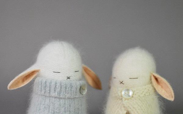 捧在手中暖暖的—手工编织兔子第2张图片