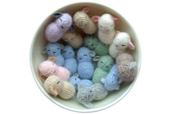 捧在手中暖暖的—手工编织兔子第6张图片