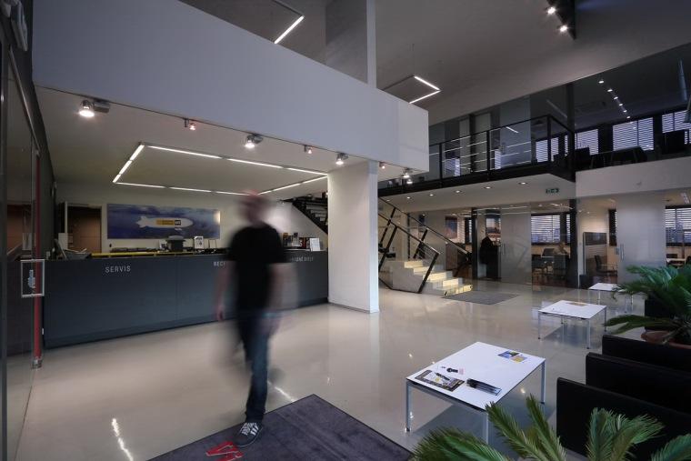 管理和服务大楼第10张图片