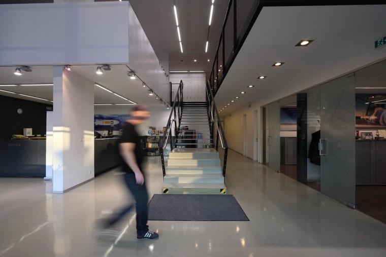 管理和服务大楼第11张图片