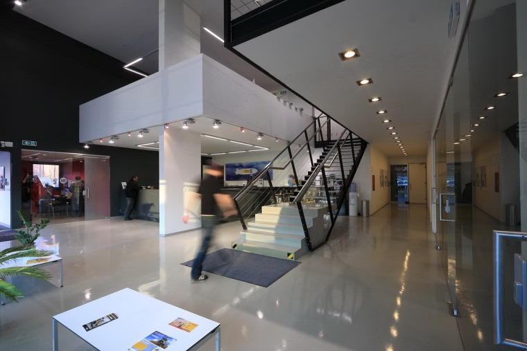 管理和服务大楼第12张图片